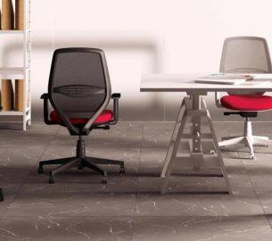 chaises de bureau dans un espace collaboratif